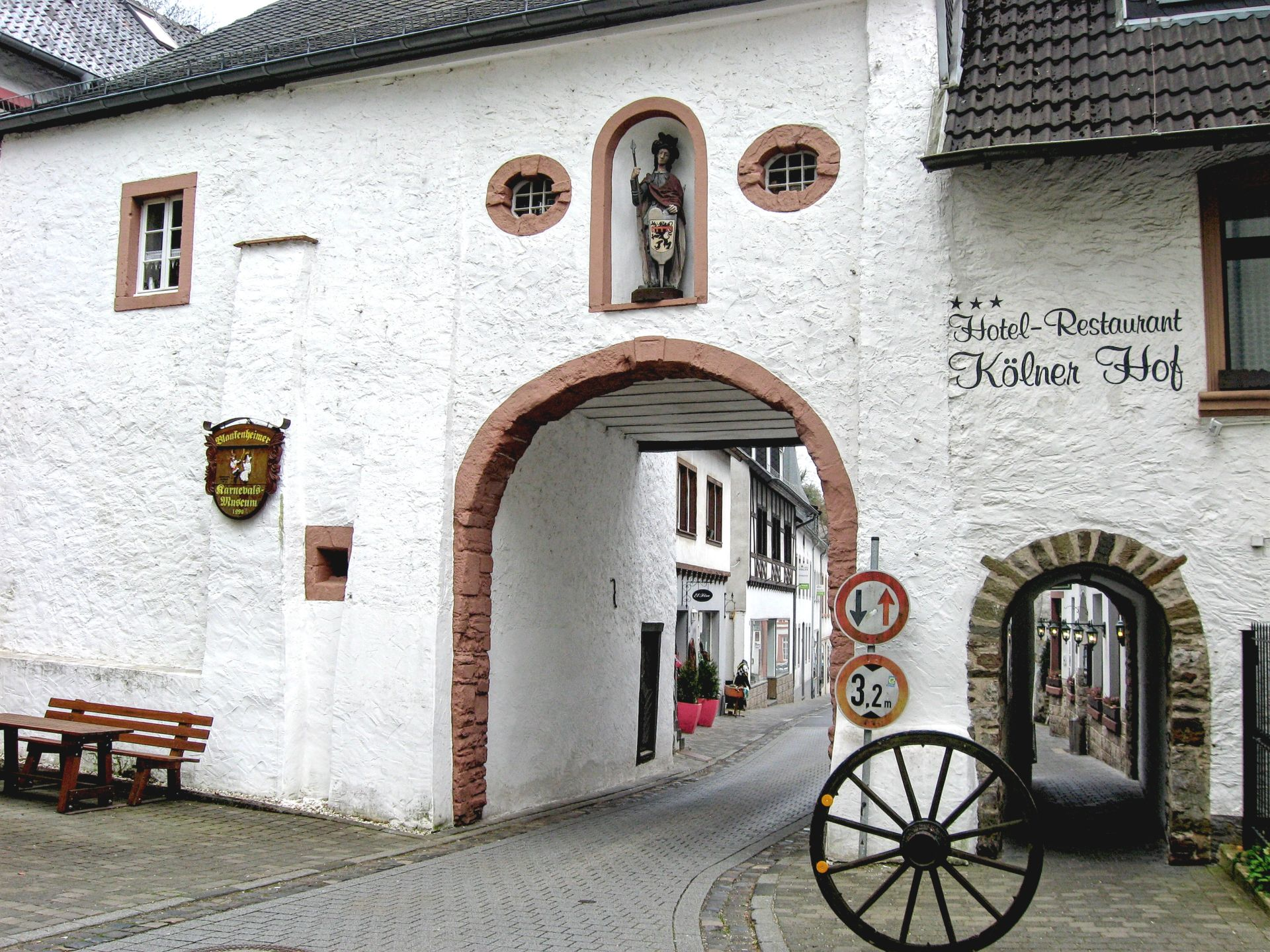 The Gate of St. George, Georgtor, Blankenheim, Germany, Complete travel guide of Blankenheim, Germany, Eifel valley, Ahr valley, the castle of Blankenheim, the spring of Ahr