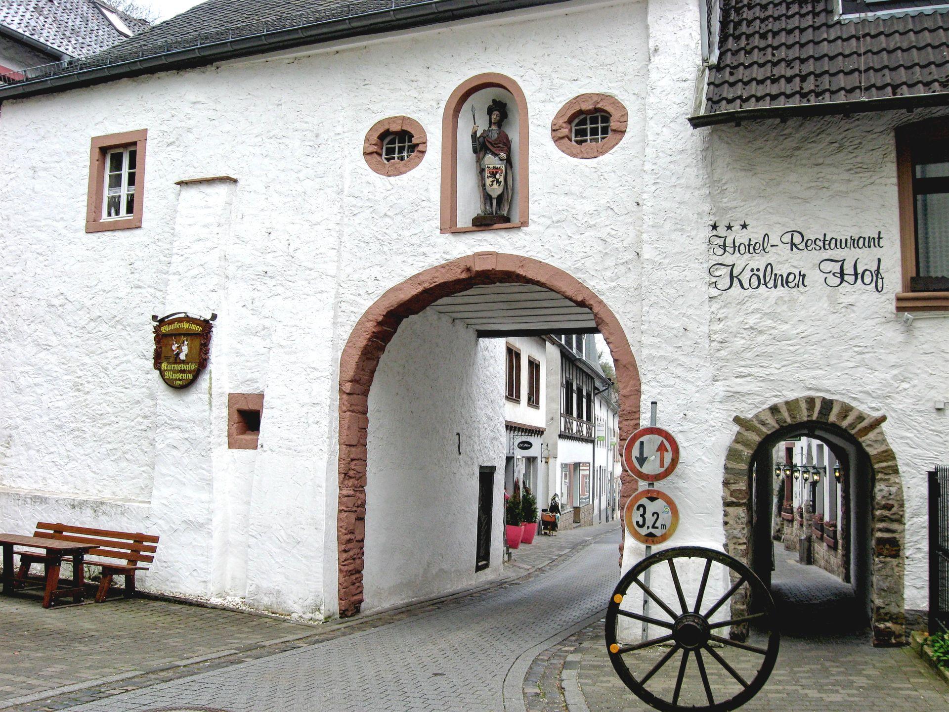 The Gate of St. George, Georgtor, Blankenheim, Germany, Complete travel guide of Blankenheim, Germany, Eifel valley, Ahr valley, the castle of Blankenheim, the spring of Ahr