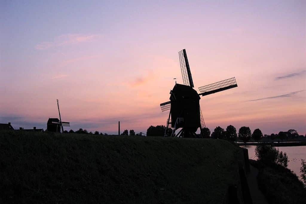 sunset in Heusden with windmills against purple sky, 4-day itinerary in North Brabant