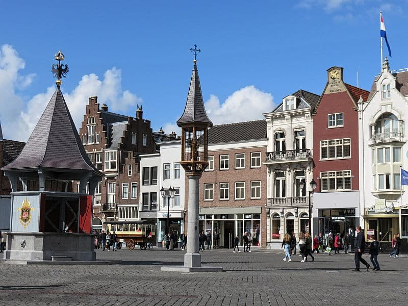 a lovely market square with typical Dutch houses and a water well in the middle, the market square in Den Bosch, 4 day itinerary in North Brabant the Netherlands