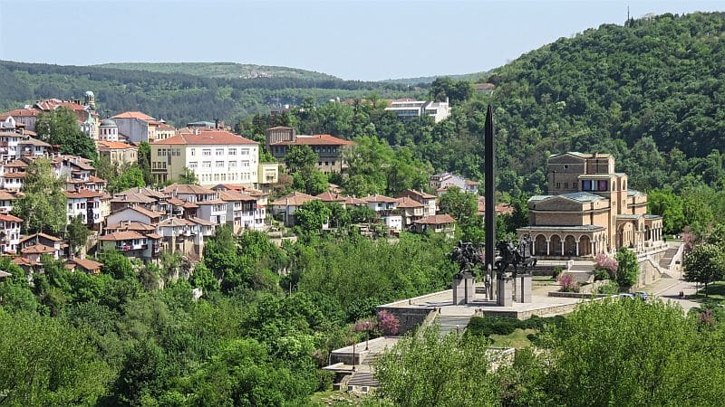 Veliko Tarnovo, Bulgaria, Asenevtsi Monument, houses on a hill, Art Gallery, stunning view